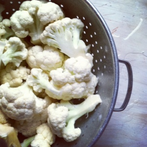 cleaning cauliflower in colander