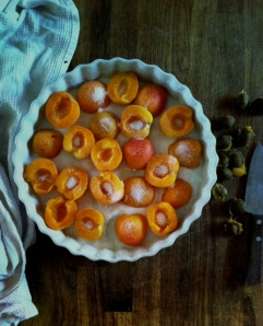 dusting apricots with sugar